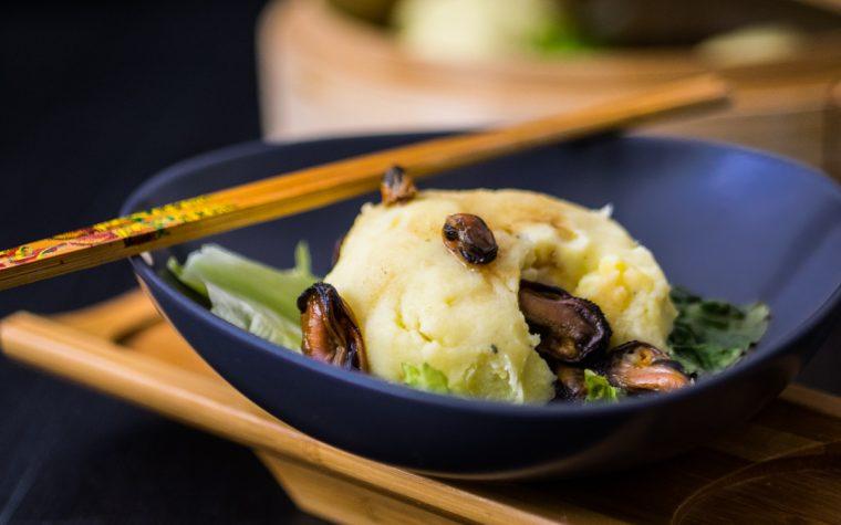 Nidi di patate al vapore ripieni di cozze