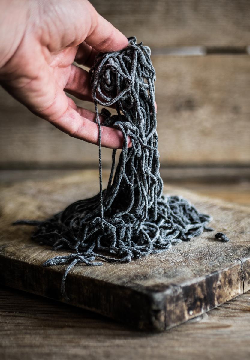come preparare spaghetti neri
