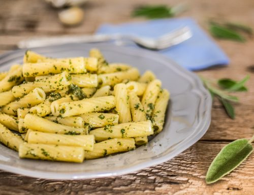 Pasta al pesto di salvia – un primo leggero ed aromatico!