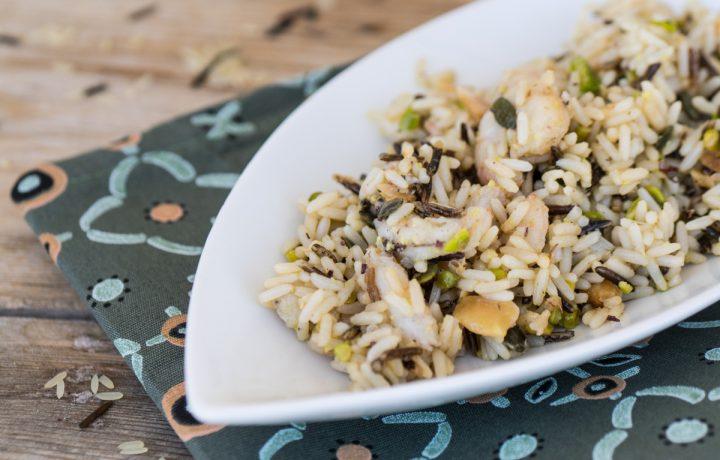 Insalata di riso selvatico con gamberi e frutta secca