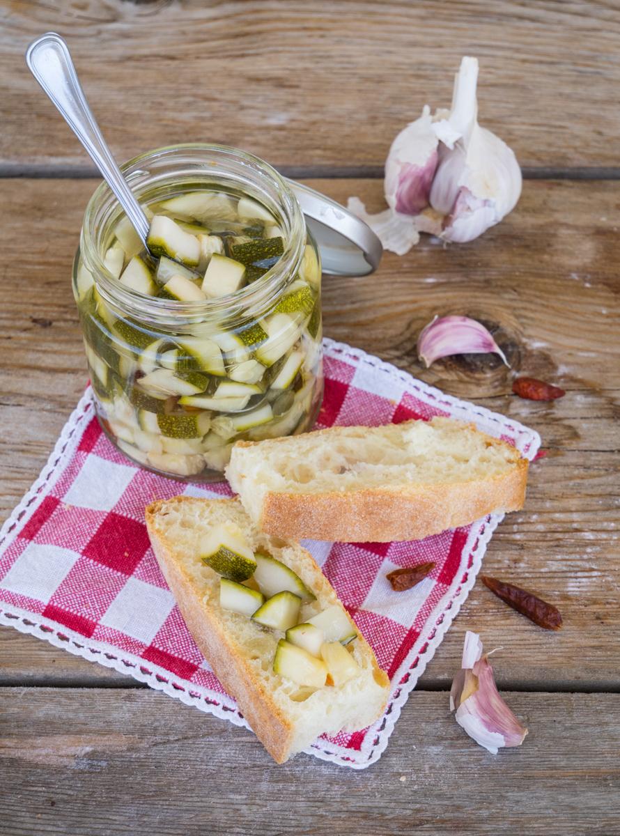 Zucchine sott'olio croccanti - Ricetta di Nonna Tina