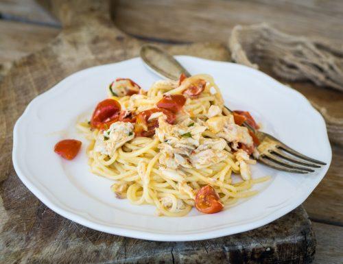 Pasta con sugo di pesce alla mediterranea