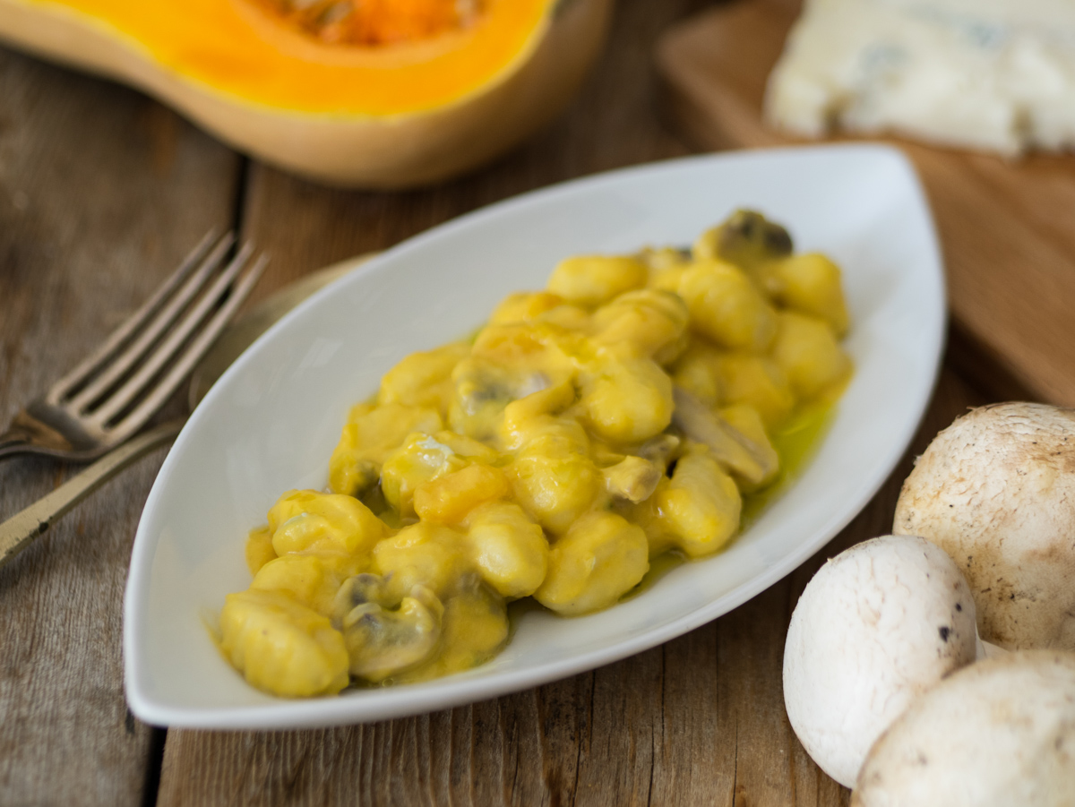 Gnocchi con Crema di Zucca, Funghi e Gorgonzola