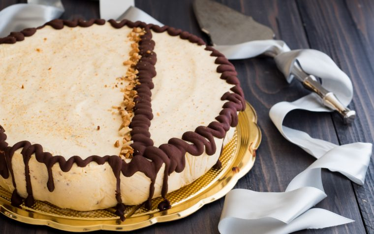 Torta mousse alle mandorle e cioccolato