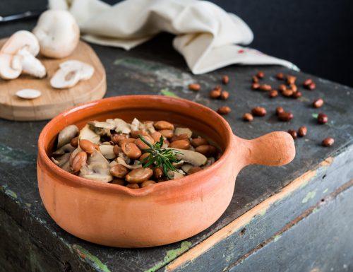 Zuppa di fagioli e funghi champignon