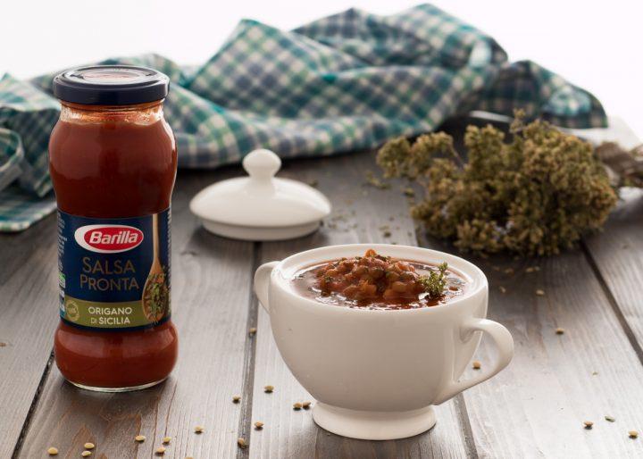 Zuppa di lenticchie con salsa all'origano
