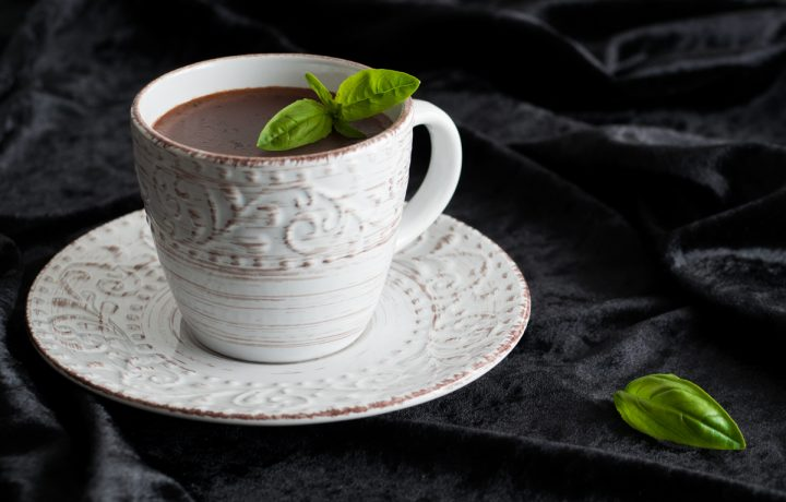 Cioccolata calda al basilico