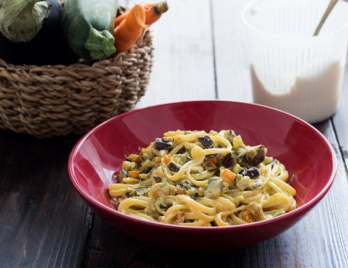 Spaghetti cremosi con verdure alla curcuma