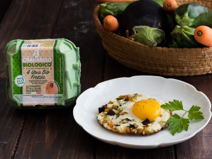 Uova fritte con verdure dell'orto