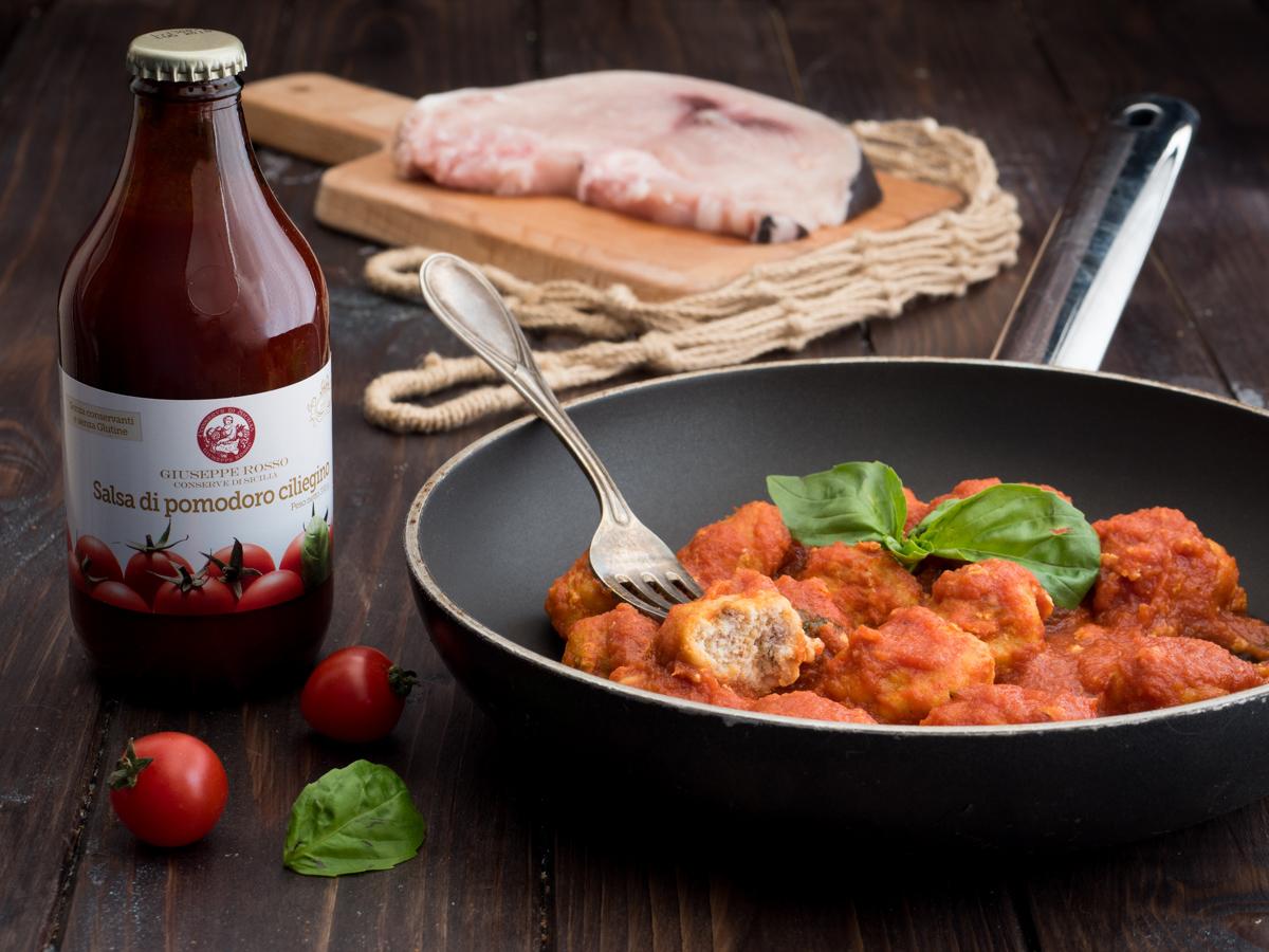 Polpette di pesce spada con salsa al basilico