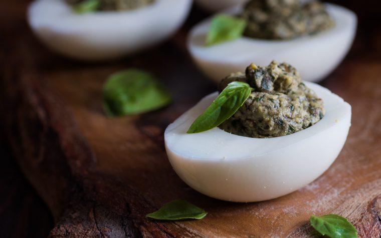 Uova al pesto – ricetta veloce