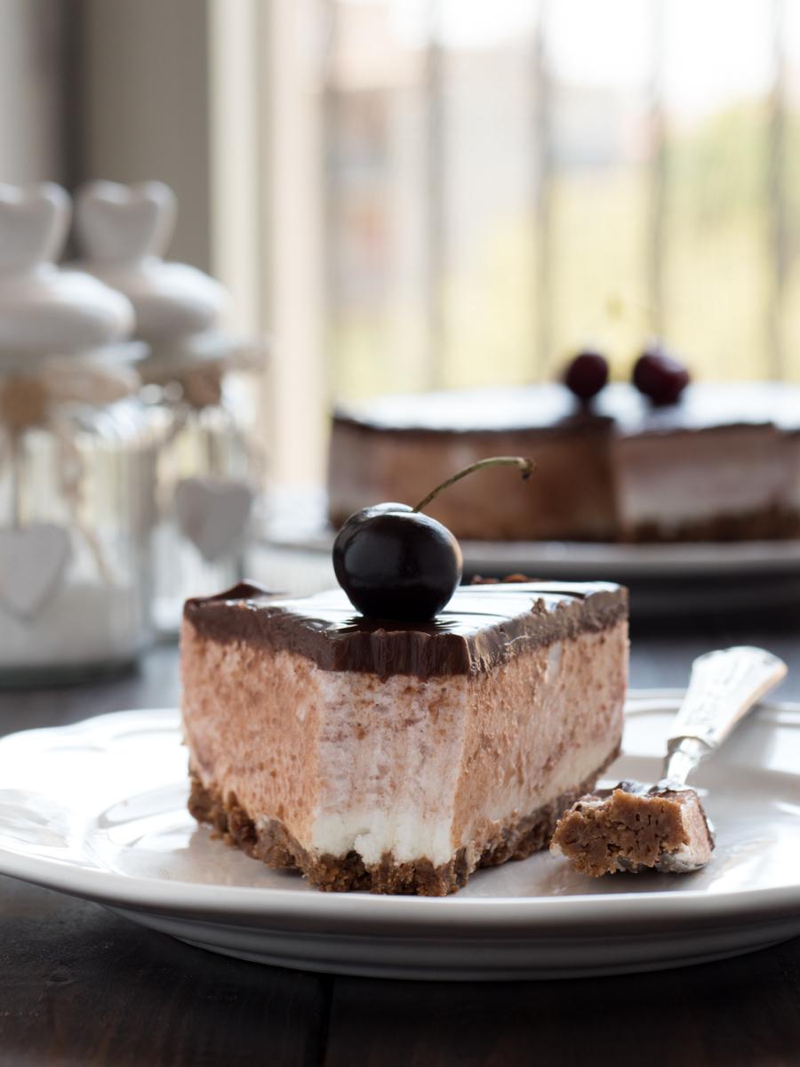Torta allo yogurt ciliegie e cioccolato