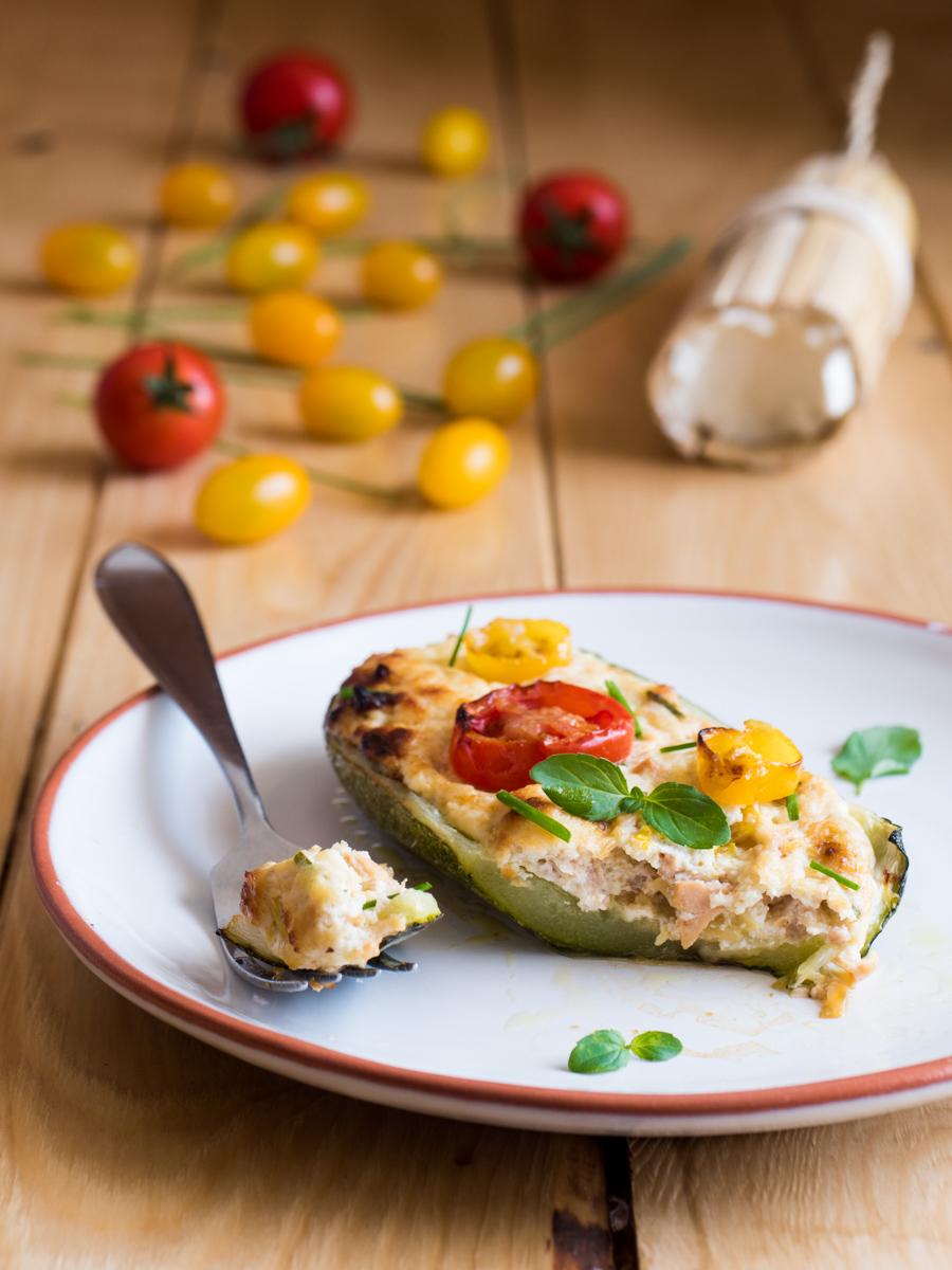Zucchine farcite con tonno, ricotta e pomodorini
