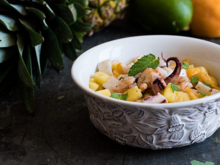 Insalata di gamberi e calamari alla frutta