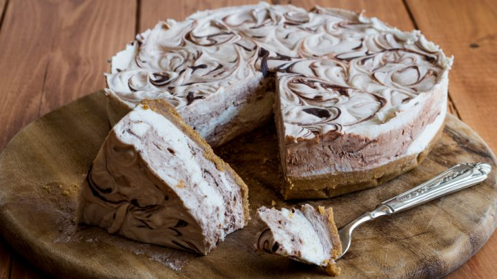 Cheesecake variegata panna e cioccolato