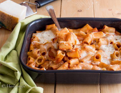 Pasta al forno pomodoro e salsa al parmigiano