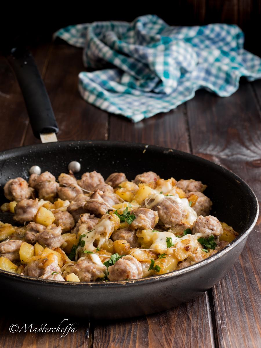Salsiccia e Patate Filanti in Padella