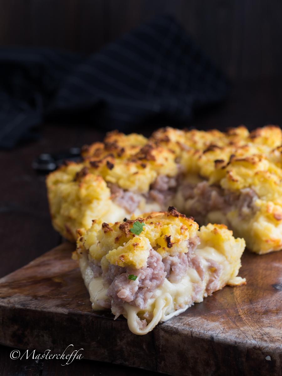 Sbriciolata di Patate con Salsiccia e Mozzarella Filante