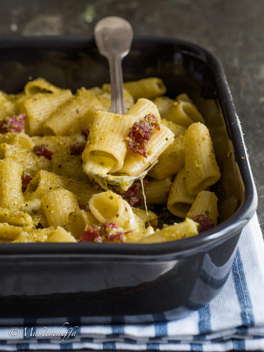 Pasta al Forno Mozzarella, Bresaola e Pistacchi