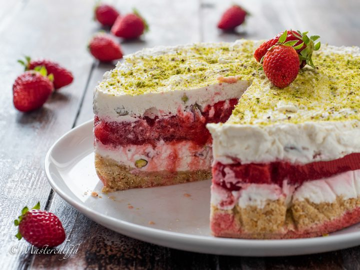 Cheesecake ripiena fragole e pistacchi - ricetta senza cottura