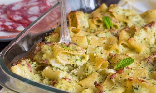 Pasta al forno zucchine e salame alla menta