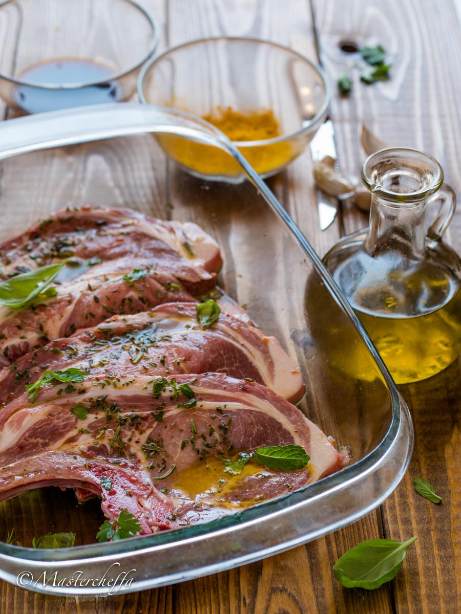Come marinare la carne prima della cottura - trucchi e consigli