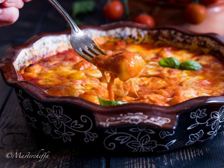 Gnocchi alla sorrentina (gnocchi gratinati con salsa e mozzarella)