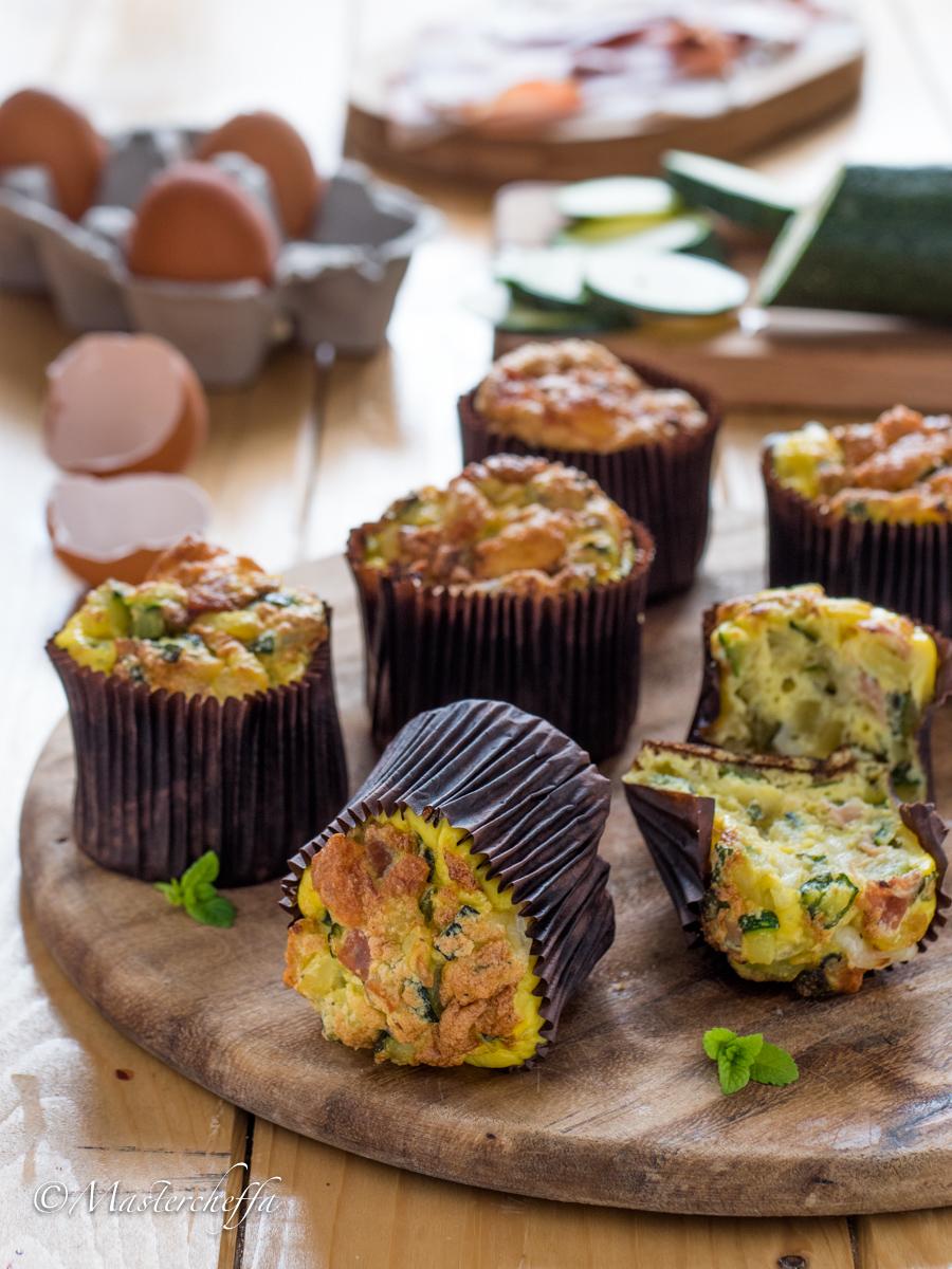 Muffin di frittata con speck e zucchine