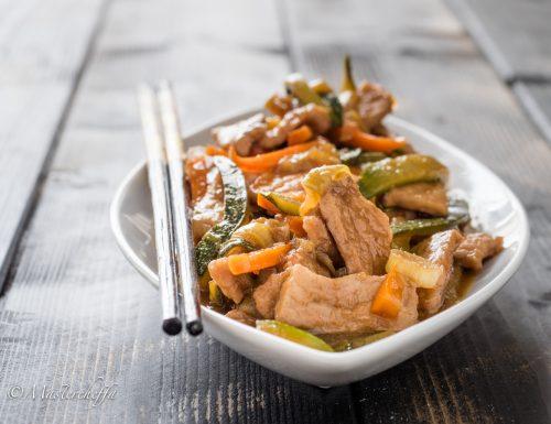 Straccetti di maiale alla salsa di soia con verdure