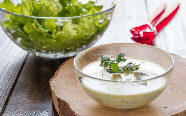 Come fare il dressing allo yogurt per le insalate