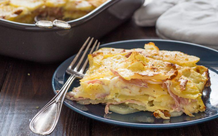 Pasticcio di patate con crudo e formaggio