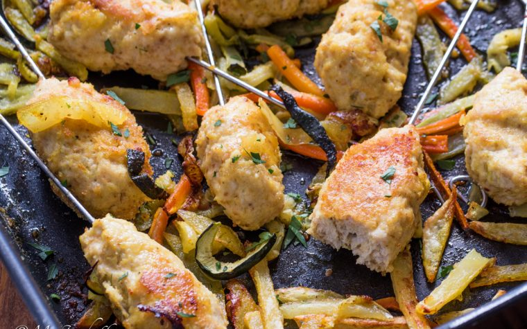 Polpette di pollo su stecco alla curcuma con verdure