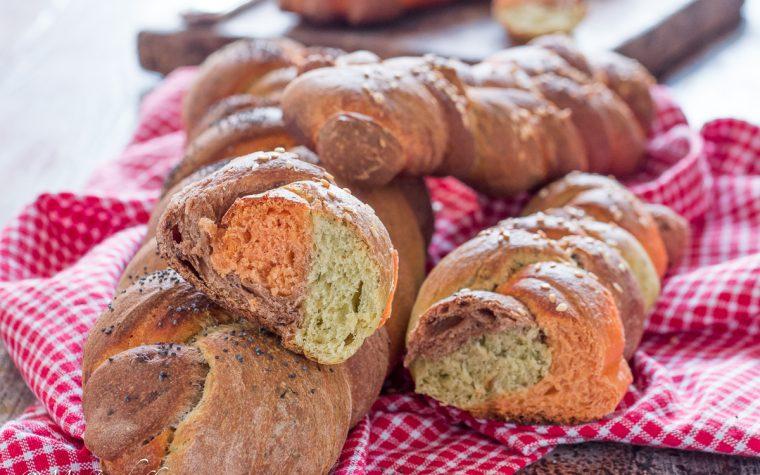 Treccia di pane al latte ai tre colori