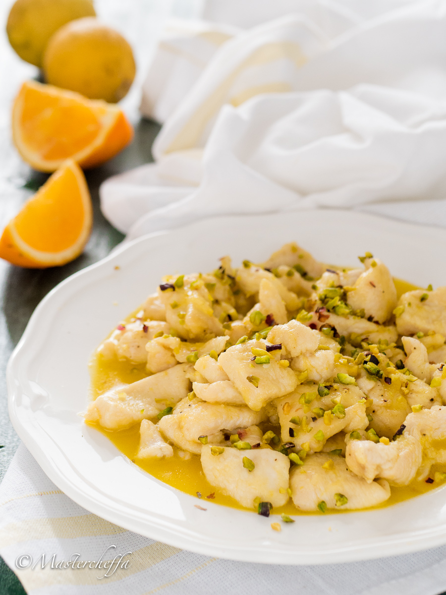 Bocconcini di pollo agli agrumi con pistacchi