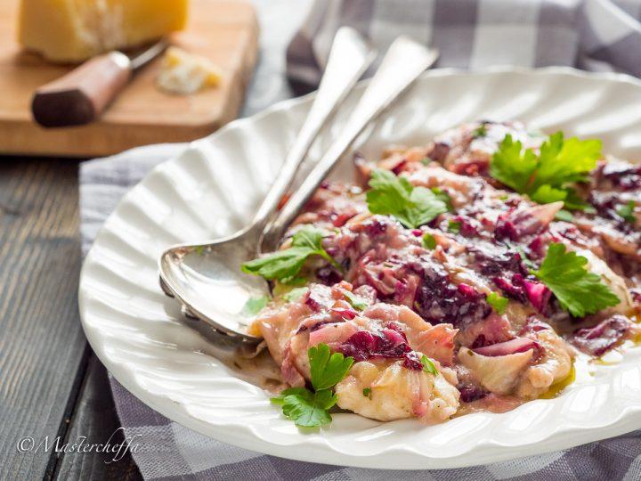 Braciole di pollo al parmigiano e radicchio in padella