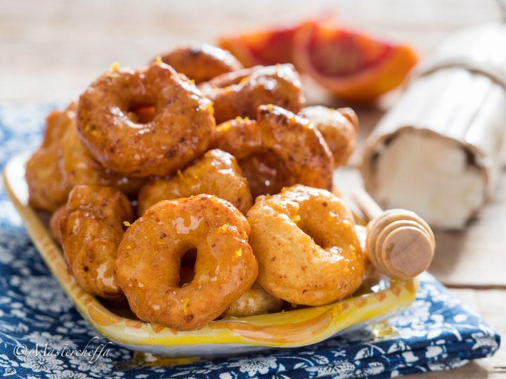 Cutumè - frittelline di ricotta al miele