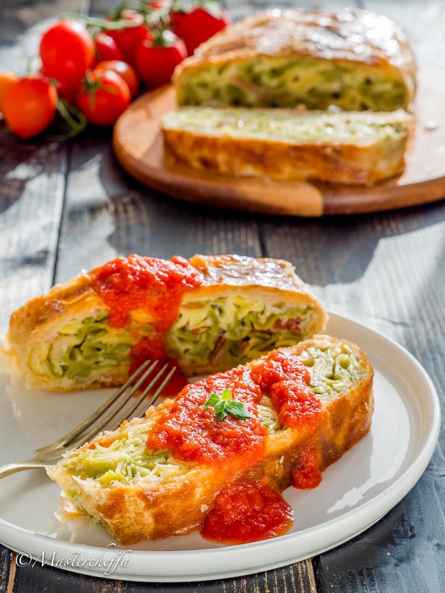 Tagliatelle Paglia e Fieno in Crosta con Salsa di Ciliegino