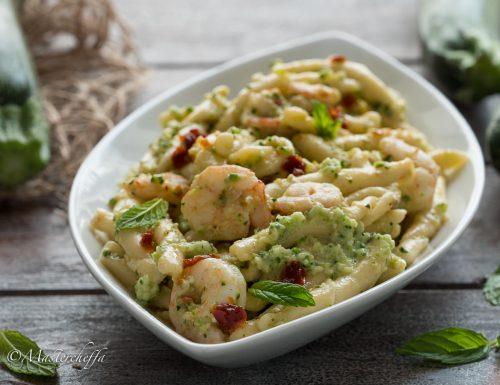 """Pasta pesto di zucchine e gamberi """"alla siciliana"""""""