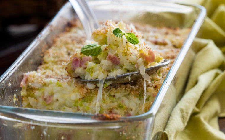 Timballo di riso zucchine e prosciutto con mozzarella filante