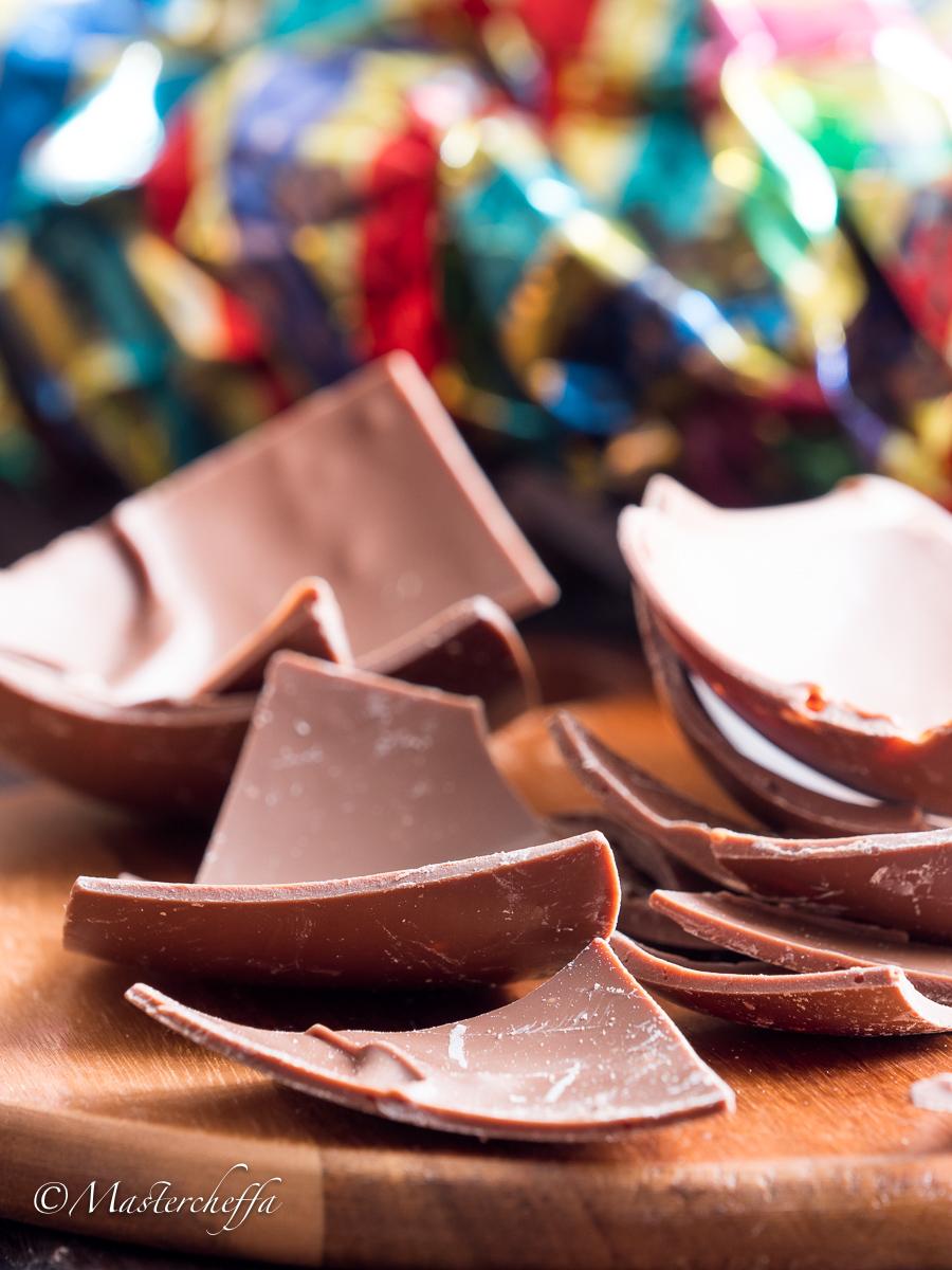 Dolci con cioccolato al latte delle uova di Pasqua