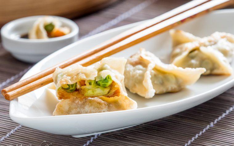 Ravioli cinesi di verdura alla piastra
