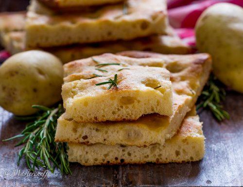Focaccia di patate sofficissima con la crosticina croccante