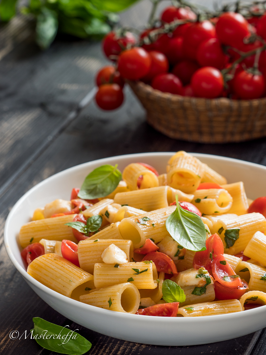 Pasta alla Caprese con Mozzarella e Pomodorini