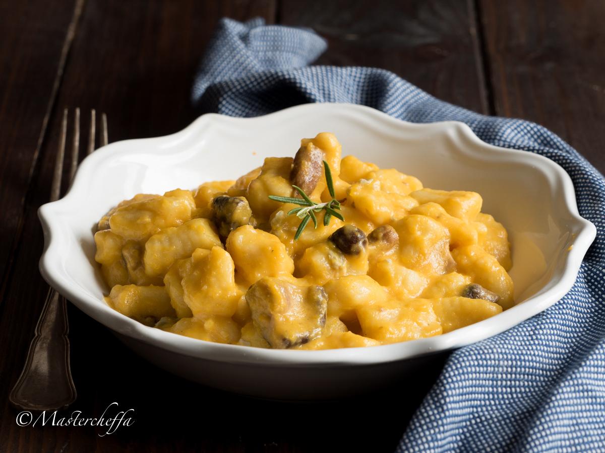 Ricetta Gnocchi Zucca E Gorgonzola.Gnocchi Con Crema Di Zucca Funghi E Gorgonzola Ricetta Vegetariana