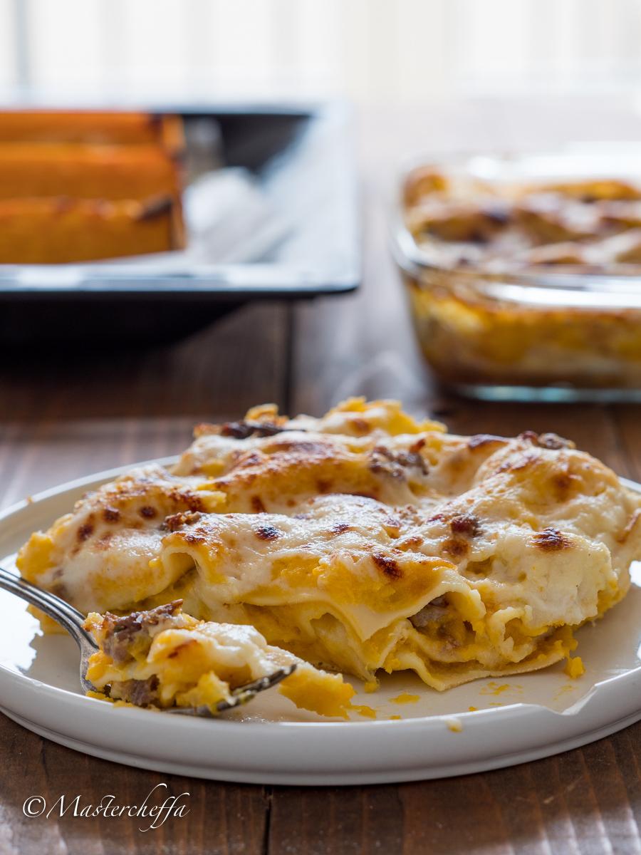 lasagne zucca salsiccia e mozzarella