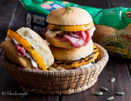 Mini sandwich con carpaccio, zucca e ricotta