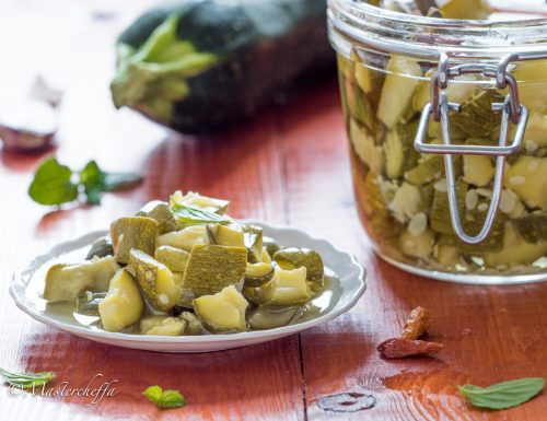 Zucchine sott'olio croccanti – Ricetta di Nonna Tina