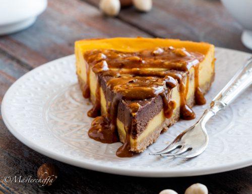 Cheesecake zucca e cioccolato con salsa al caramello e frutta secca