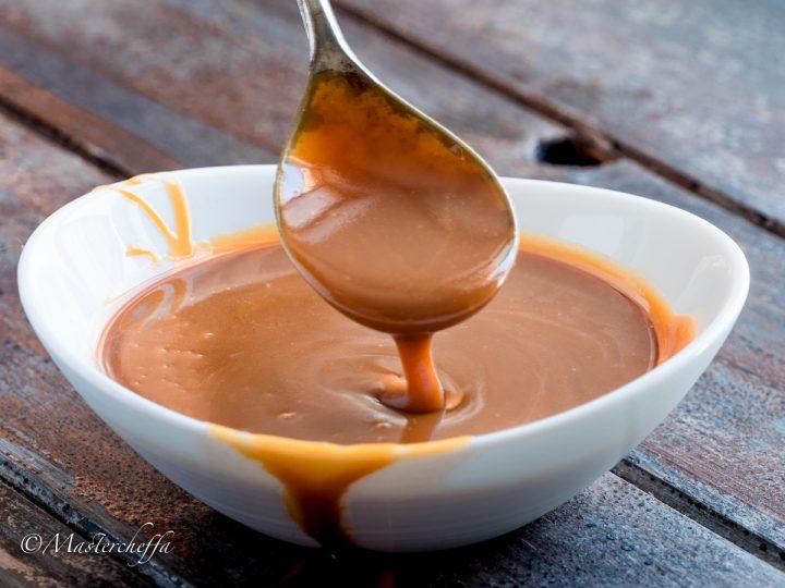 salsa mou (salsa al caramello) orizzontale