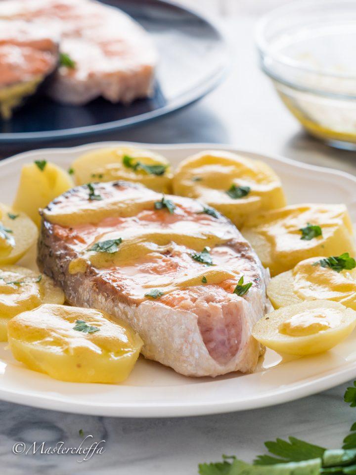 Salmone alla piastra con patate alla senape